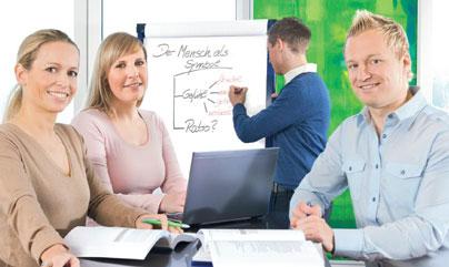 Die Weiterbildung zum Fachwirt für Versicherungen und Finanzen zahlt sich aus